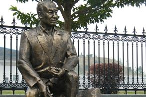 漳州人物铸铜雕塑